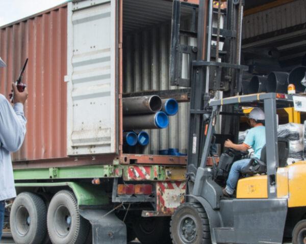 Qual a diferença entre logística inbound e logística outbound?